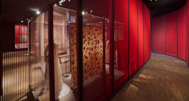 Exhibition Display Lighting : Gitta gschwendtner s fabric of india opens at the v a